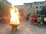 La flama del Canigó encén la foguera